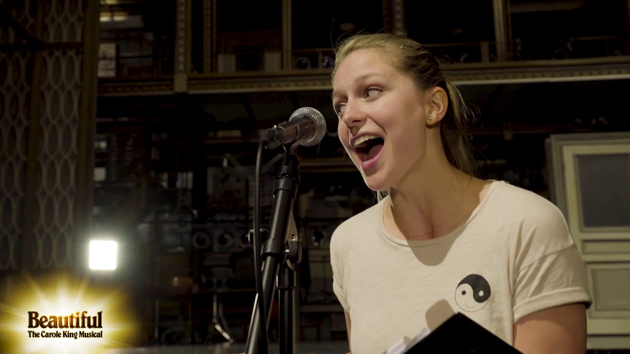 "Melissa Benoist sings ""I Feel the Earth Move"""