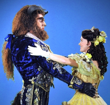 Justin Glaser and Liz Shivener star in the touring production of DISNEY