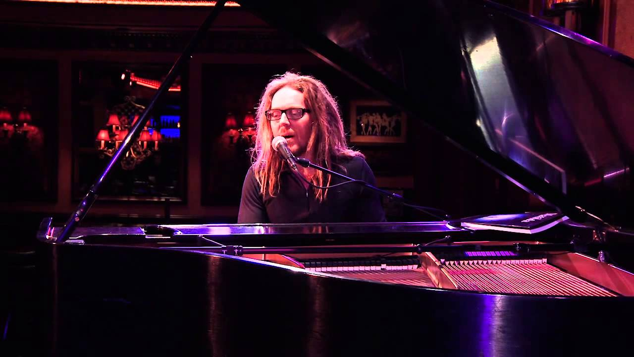 "Tim Minchin, composer of Matilda The Musical, sings ""When I Grow Up"""